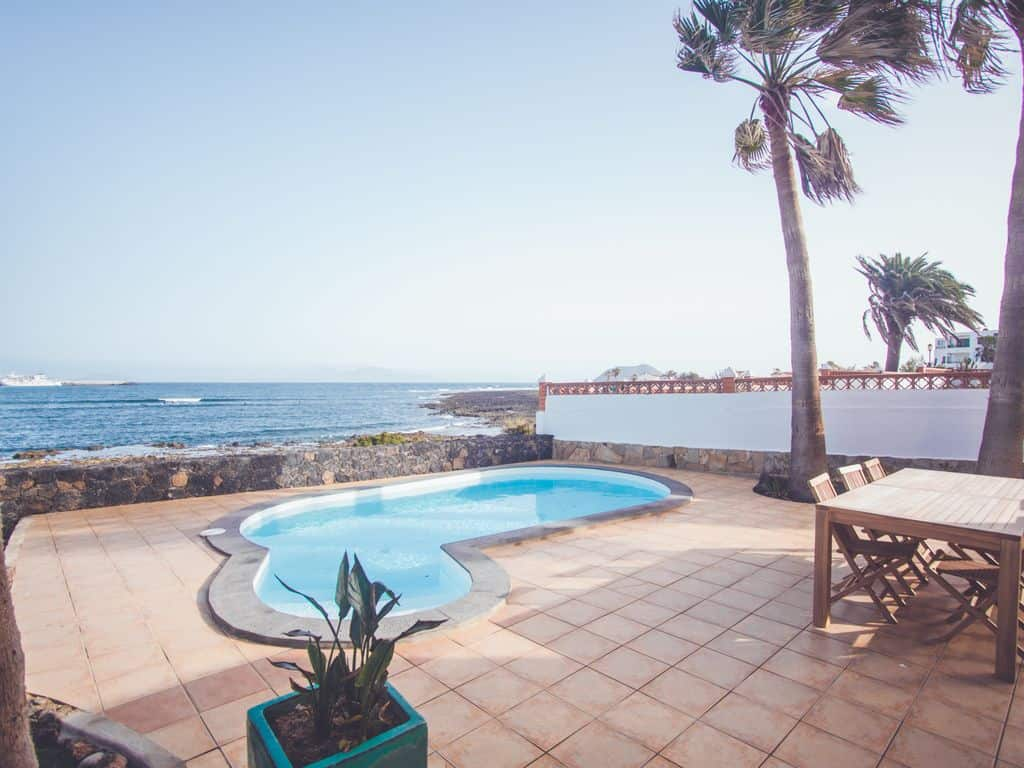 beachfront villas to rent in corralejo